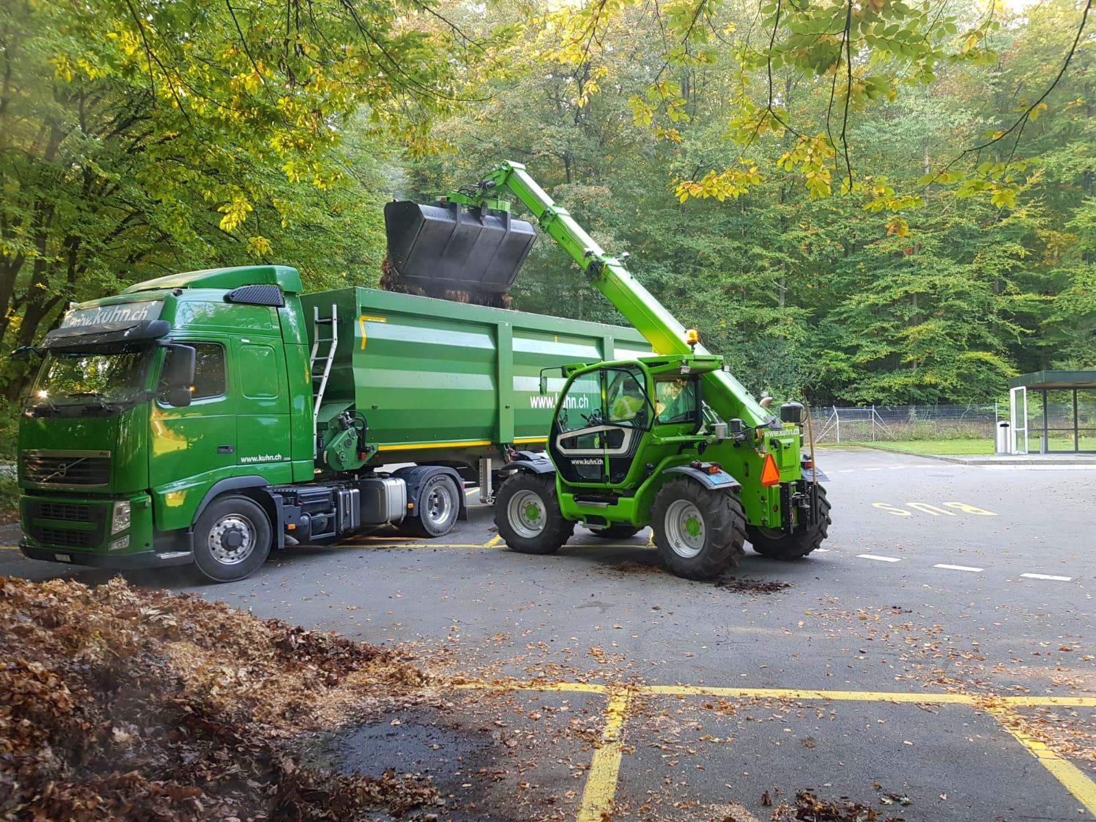 Merlo und Traktor mit Frontlader und Stapler